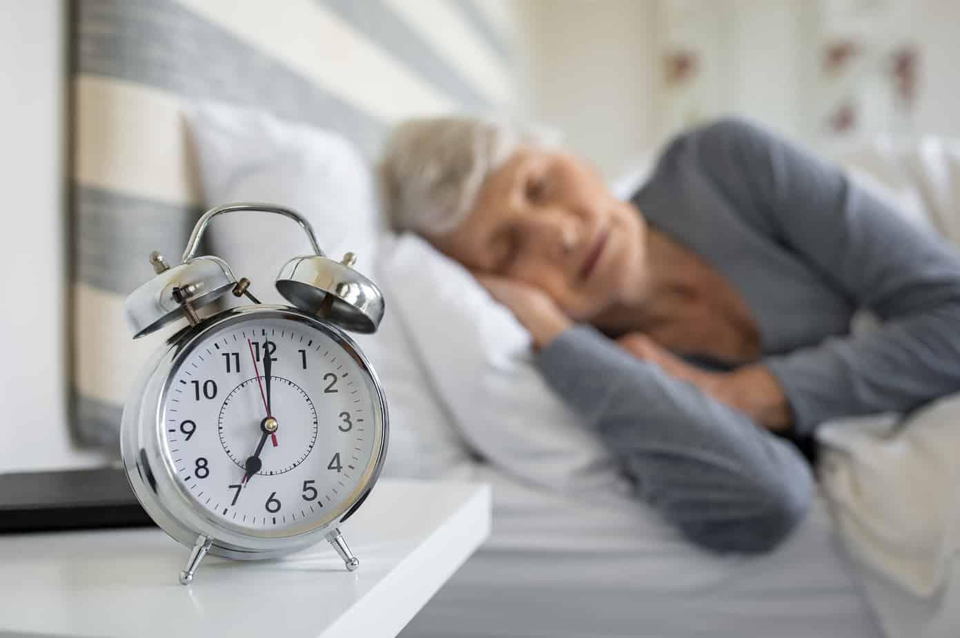 donna sta dormendo nel proprio letto