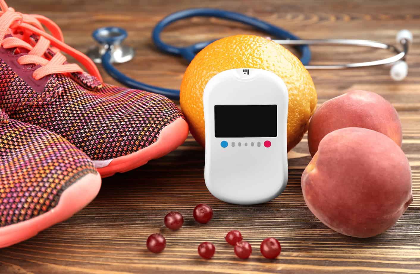 concetto del diabete, scarpe sportive e frutta, salute