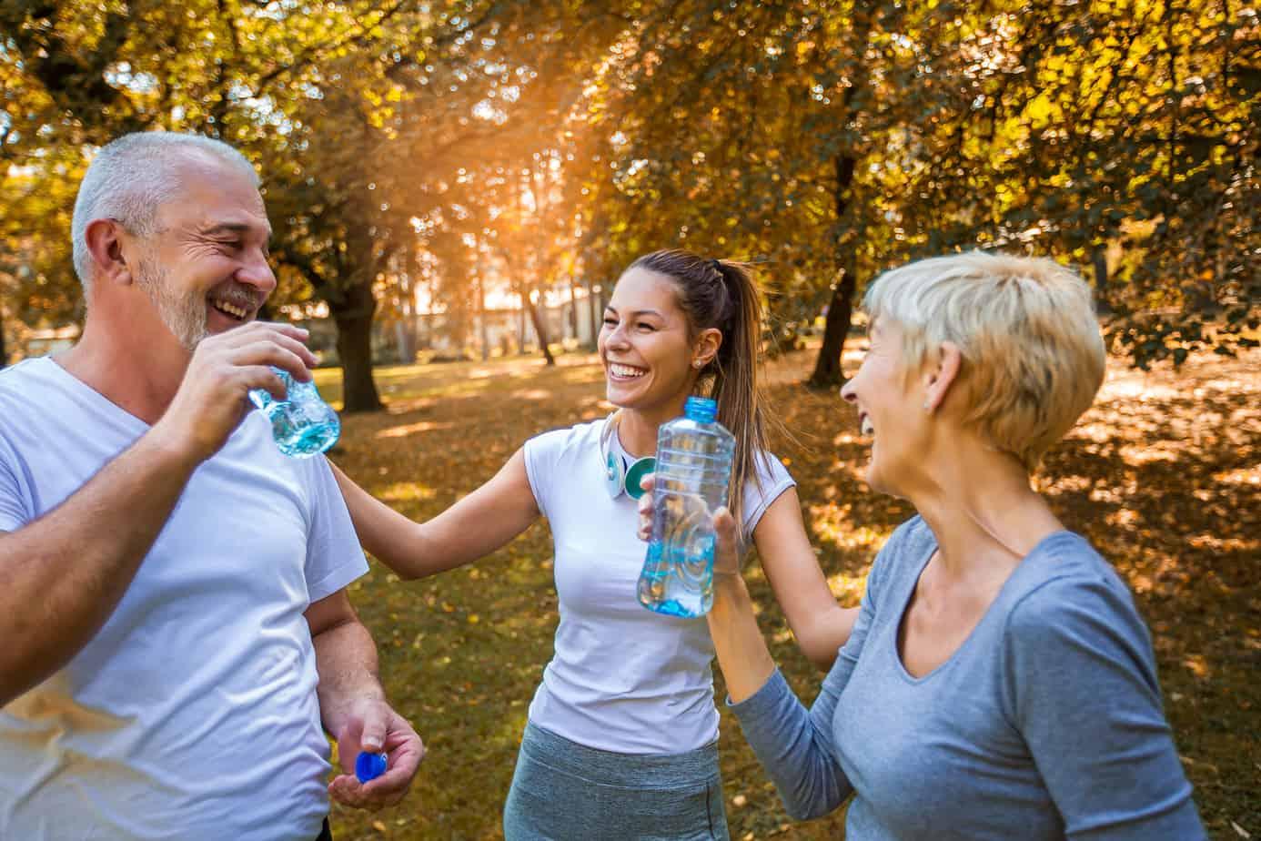 persone sorridono dopo l'attività fisica